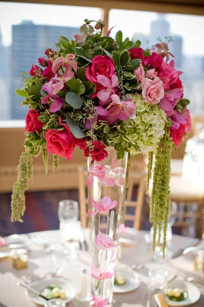aranjament-din-hortensie-verde-si-trandafiri-roz