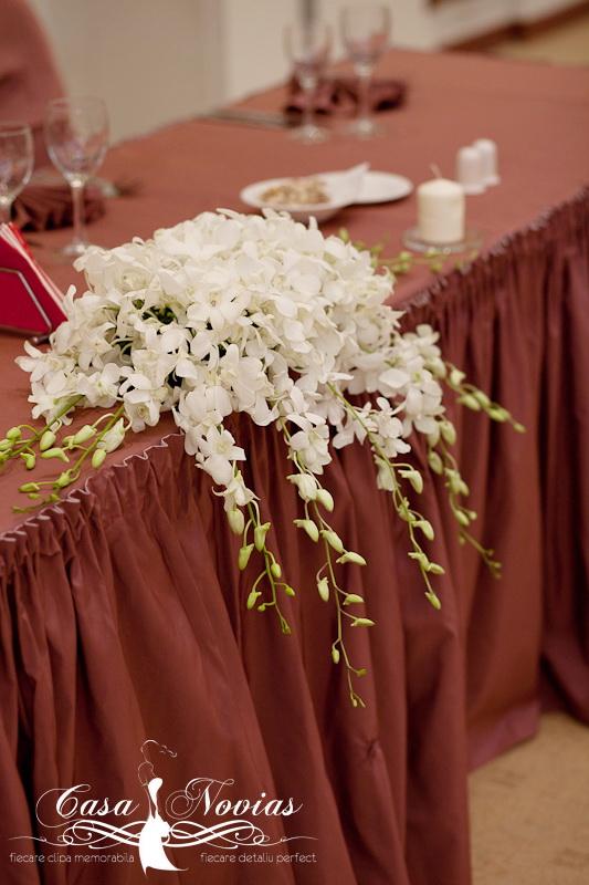 aranjament-floral-prezidiu-dendrobium