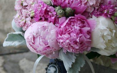 buchet-mireasa-bujori-roz-si-albi