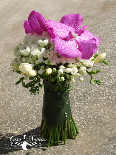 buchet-mireasa-ranunculus-si-orhidee-vanda