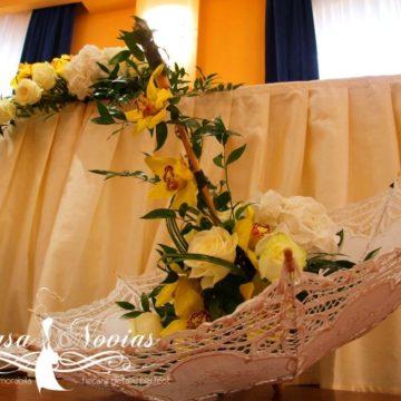 umbrela-decorativa-cu-aranjament-flroal