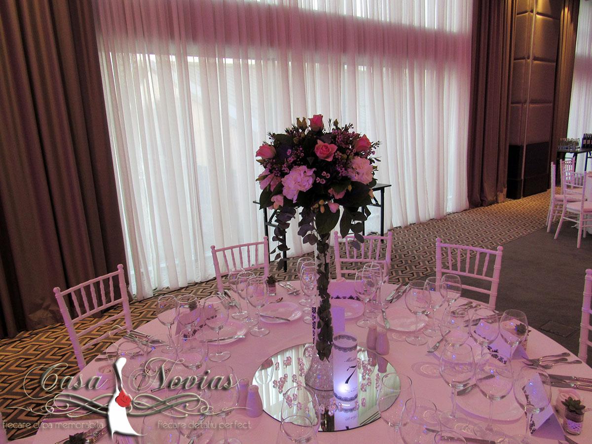 aranjament-masa-nunta-hortensie-si-trandafiri