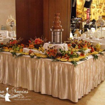 sculpturi-fructe-fantana-ciocolata-nunta